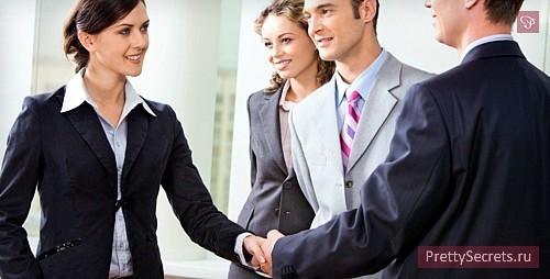 Строгий стиль: деловая женщина и женственность